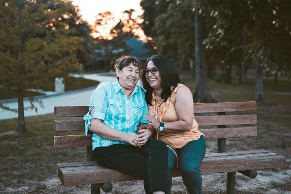 Tips to Communicate with a Loved One Who Has Alzheimer's